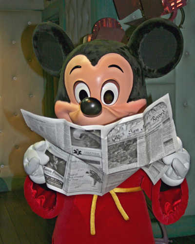 mickey-reading-the-paper