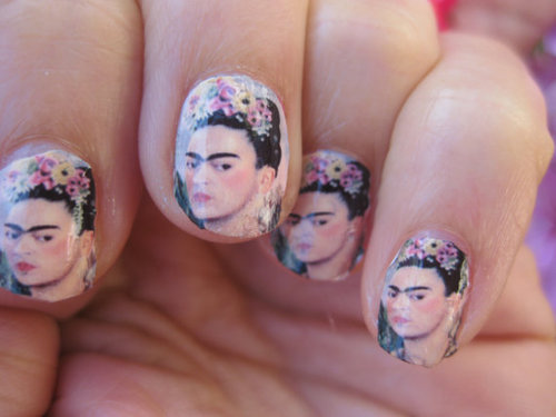 Frida Kahlo Manicure