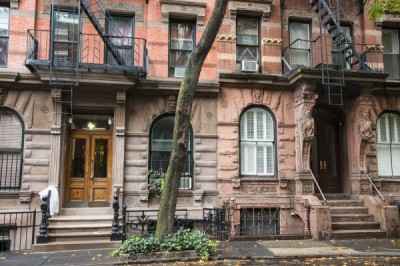 Greenwich-Village-apartments-building-architecture-NYC-street-600x400
